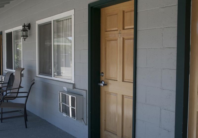 med_room-door2