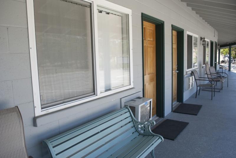 med_room-door4-with-bench