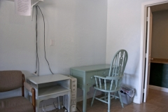med_room-desk